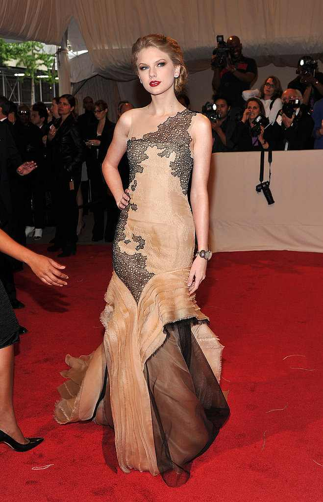 Pictures-Taylor-Swift-Met-Gala-2011-05-02-162740