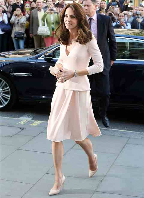 """LONDON, ENGLAND - MAY 04: Catherine, Duchess of Cambridge visits the """"Vogue 100: A Century Of Style"""" exhibition at National Portrait Gallery on May 4, 2016 in London, England. The Duchess appears on the cover of the centenary issue in June 2016. (Photo by Danny Martindale/WireImage)"""