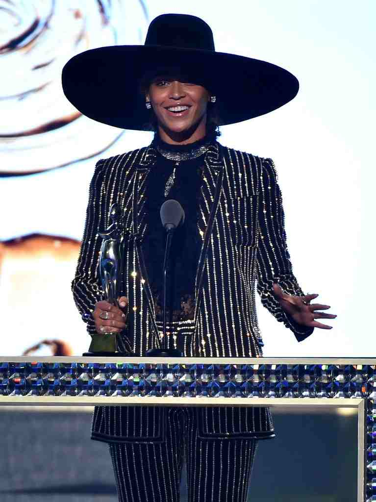 Beyonce-CFDA-Fashion-Awards-2016-Pictures (1)