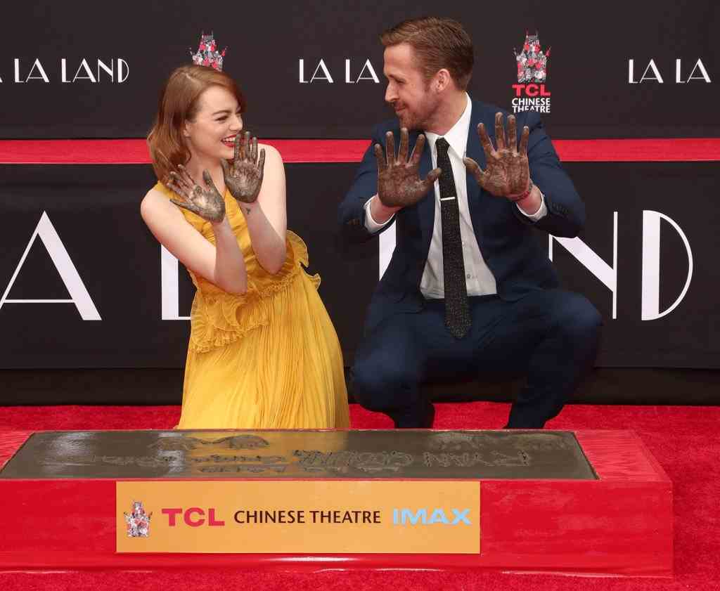ryan-gosling-emma-stone-hand-footprint-ceremony-1
