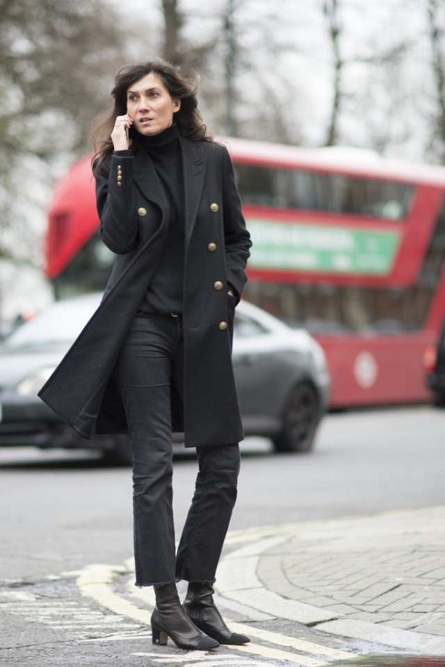frayed-jeans-all-black-french-style-block-heels-turtleneck-work-ot-lfw-street-style-psukufit-640x960