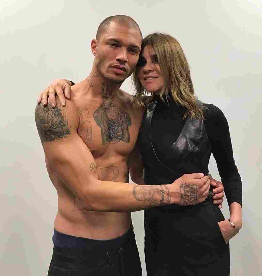 everyones-favourite-hot-felon-jeremy-meeks-makes-his-nyfw-debut-body-image-1487076169