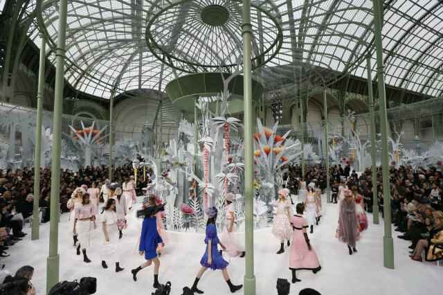 paris-fashion-week-2015-koket-love-happens-chanel